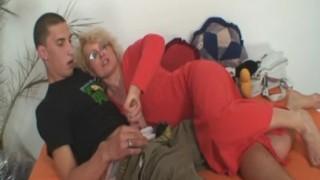 Mẹ và con trai địt nhau