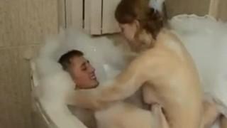 Địt người yêu trong bồn tắm