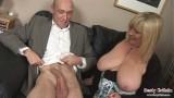 Ông giáo sư xúc bà già 70 tuổi