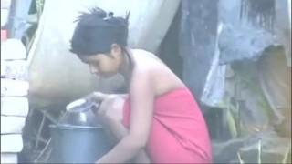 Nhìn trộm gái nhà quê tắm