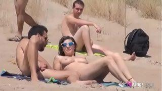 Quay lén khỏa thân địt nhau bãi biển